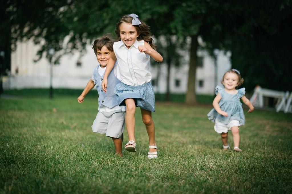 Familienfotograf Lörrach Freiburg Kinder rennen