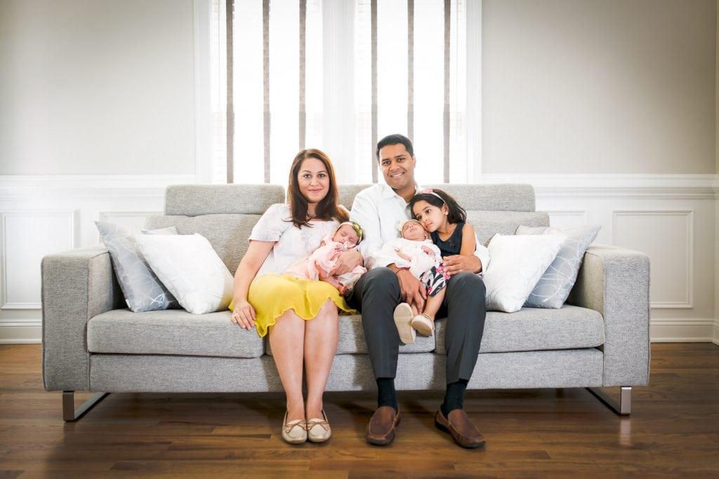 Familienfotograf Lörrach Freiburg Familie auf Sofa