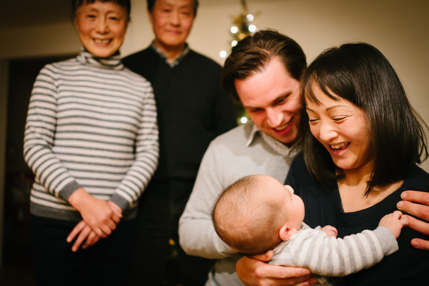 Familienfotograf Lörrach Freiburg Eltern Großeltern mit Baby