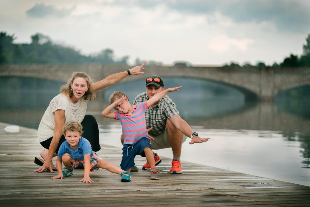 Familienfotograf Lörrach Freiburg Familie Brücke Spaß